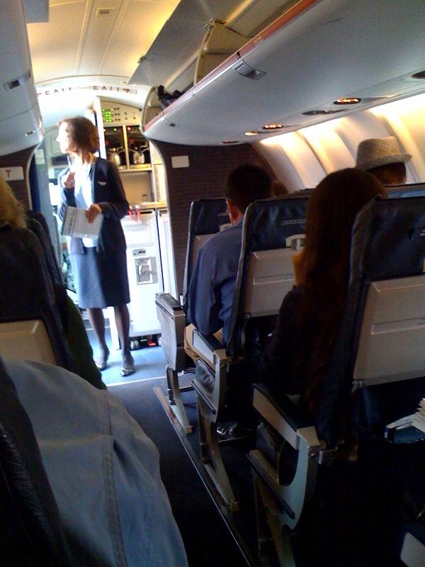 2009.10.bur-air-deplane